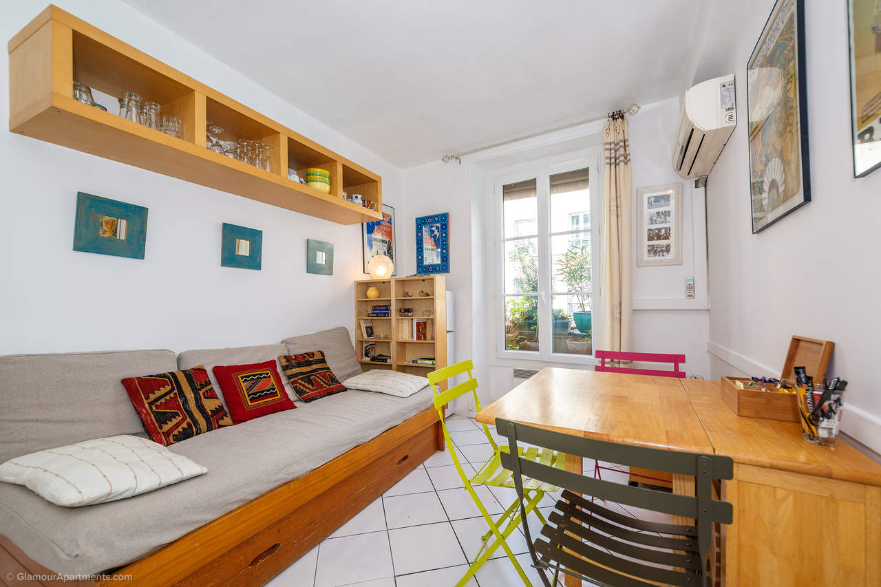 Cozy furnished 1-bedroom Paris apartment